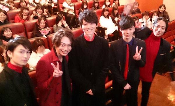 2月13日、映画『ライチ☆光クラブ』渋谷の初日舞台挨拶、客席におり記念撮影.png