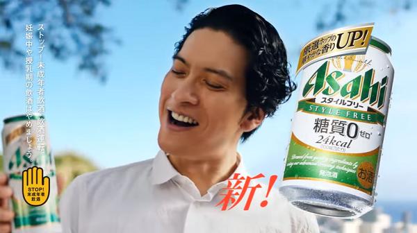【CM】長瀬智也&長谷川潤 アサヒスタイルフリーCMで巨大ピザを頬張る!.png