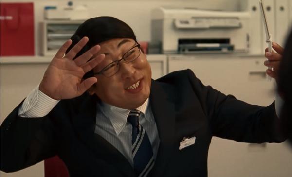 【動画】ロバート秋山カリスマドコモショップ店員になり、ケータイへの感謝を熱唱!.png
