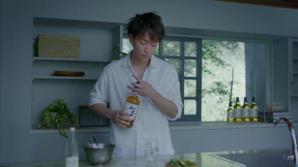 【動画】佐藤健が知多を使った美味しい「ハイボールの作り方」を無言でレクチャー.png