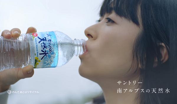 【動画】宇多田ヒカルの「南アルプスの天然水」新CMが公開!水の山に「ありがとう」.png
