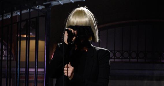 【動画】映画『秘密 THE TOP SECRET』の主題歌Siaは顔を見せないアーティスト!.png