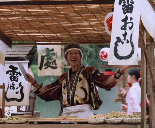 【動画】au三太郎CM「雷おこし」篇の菅田将暉|屋台で生活費を稼ぐ.png