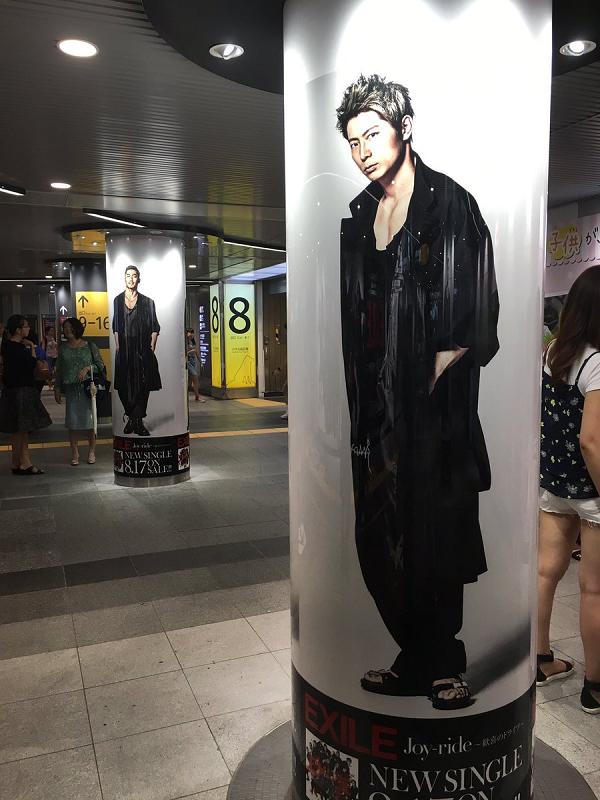 【画像】KEIJI(黒木啓司)|渋谷駅にEXILEの巨大ポスター&柱巻が期間限定で登場!.png