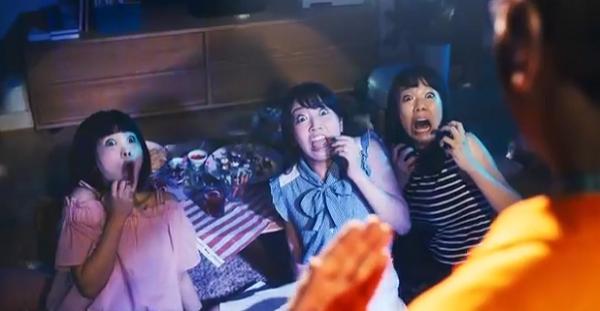ネットでCHINTAIの女子会で盛り上がる3人の女の子は誰.png