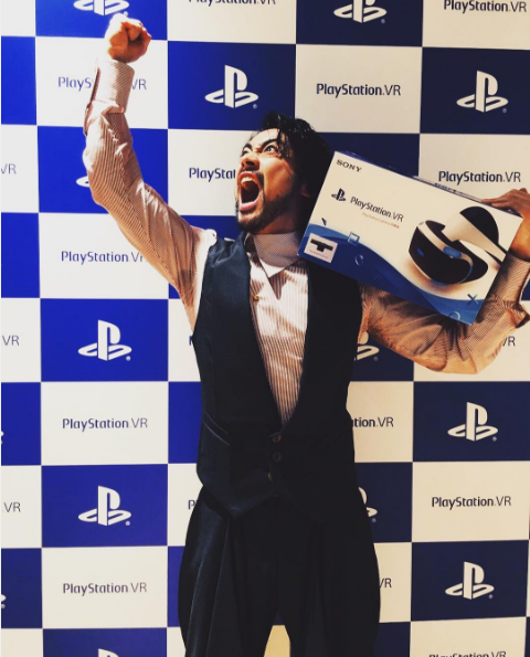 山田孝之が自身のインスタグラムでPSVRゲット「仕事全部キャンセルじゃあああああ!!!」.png