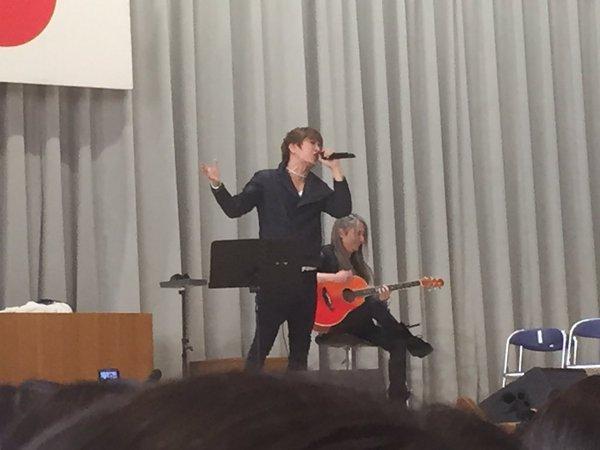 GACKTが千葉経済大学附属高校の卒業式で「野に咲く花のように」を熱唱!.png
